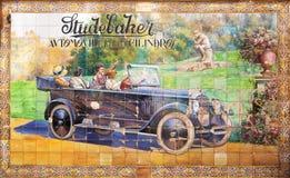 Alte Werbung in den azulejos auf Wand von Sevilla Stockfotos