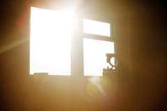 Alte Werkstatt Fenster und alte Werkzeuge Lizenzfreies Stockbild
