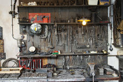 Alte Werkstatt von den fünfziger Jahren Lizenzfreies Stockfoto
