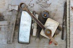 Alte Werkzeuge vom Hausmeister lizenzfreie stockbilder