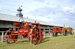 Alte wieder hergestellte Traktoren Stockfotos