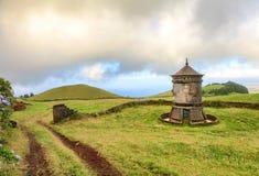 Alte Windmühle in Azoren, Portugal lizenzfreies stockbild