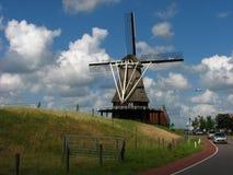 Alte Windmühle in den Niederlanden stockbild