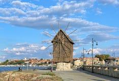 Alte Windmühle in der alten Stadt von Nessebar, Bulgarien Lizenzfreie Stockbilder