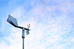Alte Windmühle gegen den Himmel Lizenzfreie Stockbilder