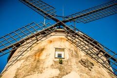 Alte Windmühle in Litauen Lizenzfreie Stockfotografie