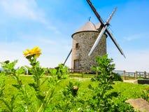 Alte Windmühle in Normandie, Frankreich Lizenzfreie Stockfotos