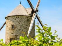 Alte Windmühle in Normandie, Frankreich Lizenzfreies Stockbild