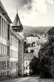 Alte wirkliche Schule in der Bergbaustadt Banska Stiavnica, farblos Stockfoto