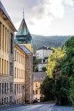 Alte wirkliche Schule in der Bergbaustadt Banska Stiavnica, Slowakei Lizenzfreies Stockfoto