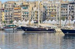 Alte Yachten in der klassischen Art im Jachthafen Lizenzfreies Stockbild