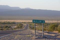 Alte Zeichenstraße des Weges 40 zu Ullum im Norden von Argentinien stockbild