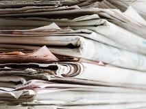 Alte Zeitungen Stockfoto