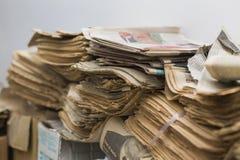 Alte Zeitungen Stockbild