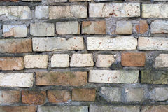 Alte zerbrochene Backsteinmauer Stockfotografie