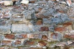 Alte zerbrochene Backsteinmauer Lizenzfreie Stockfotos