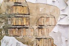 Alte Ziegeloberfläche mit dem zerstörten Gips Lizenzfreie Stockfotografie