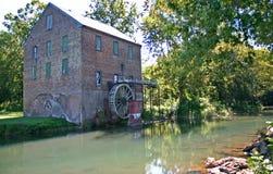Alte Ziegelstein-Mühle Stockfoto