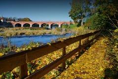 Alte Ziegelsteinbrücke lizenzfreies stockfoto
