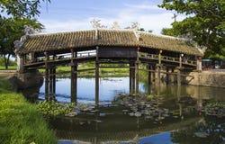 Alte Ziegelsteinbrücke Thanh Toan in der Farbe Lizenzfreie Stockfotografie