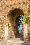 Alte Ziegelsteindurchgangtür im berühmten La Alcazaba in Malag Lizenzfreies Stockfoto
