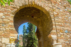 Alte Ziegelsteindurchgangtür im berühmten La Alcazaba in Malag Lizenzfreies Stockbild