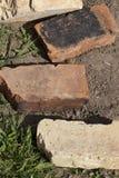 Alte Ziegelsteine aus den Grund Lizenzfreies Stockfoto