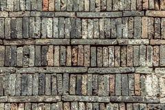 Alte Ziegelsteine aus den Grund, Beschaffenheitshintergrund Lizenzfreie Stockbilder