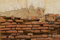Alte Ziegelsteinpagode, alte alte Pagodenbacksteinmauer in Thailand Stockfotos