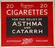 Alte Zigarette verpackt, lächerlichen Anspruch geltend machend Stockfotos