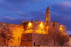 Alte Zitadelle innerhalb der alten Stadt nachts, Jerusalem lizenzfreies stockfoto