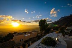 Altea wzgórza są zadziwiającym krajobrazem słońca położenie w Hiszpania, Costa Blanca, Śródziemnomorski Obraz Stock