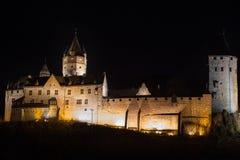 Altena Alemanha do castelo na noite imagem de stock royalty free