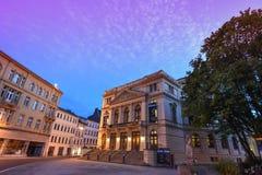 Altenburg Deutschland - Mai 2018: das eindrucksvolle Theater vor dem blauen Sommerhimmel Lizenzfreies Stockfoto