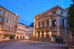 Altenburg Deutschland - Mai 2018: das eindrucksvolle Theater vor dem blauen Sommerhimmel Lizenzfreies Stockbild