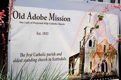 Alter Adobe-Auftrag, unsere Dame der unaufhörliche Hilfskatholischen Kirche, Scottsdale, Arizona, Vereinigte Staaten Stockbild