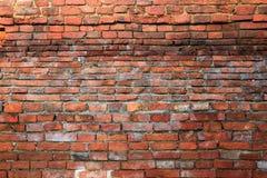 Alter alter Schmutzwand-Fragmenthintergrund des roten Backsteins, Beschaffenheit Stockbild