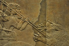 Alter Assyrian Lion Hunting Relief Stockbilder