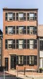 Alter Backsteinbau am Leuchtfeuerhügelbereich in Boston Lizenzfreies Stockbild