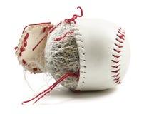 Alter Baseball mit Schnüren Stockfotos