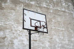 Alter Basketballkorb Stockbilder