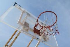 Alter Basketballkorb Lizenzfreie Stockbilder