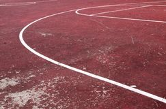 Alter Basketballplatz lizenzfreie stockbilder