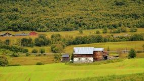 Alter Bauernhof in den Bergen Stockbild