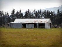 Alter Bauernhof verschüttet - Canterbury, Neuseeland lizenzfreies stockfoto