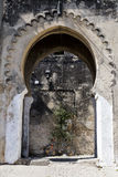 Alter Bogen - Eingang zu Casbah, Tanger mit Fahrrad stockbild