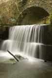 Alter Brücken-Wasserfall Lizenzfreies Stockbild