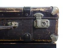 Alter brauner Koffer auf einem weißen Hintergrund, Isolat Stockfotografie