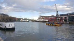 Alter Bristol Docks und Kräne Stockbild