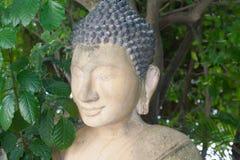 Alter Buddha-Statuen-Porträtabschluß oben im kambodschanischen Tempel Gree Lizenzfreies Stockbild